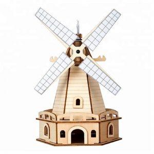 Bouwpakket houten molen op zonne-energie